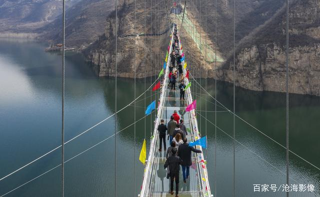 File:Huanghe Sanxia Glass Footbridge9.jpg